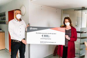 von links nach rechts: Ralf Rudolf (Geschäftsführer EDAG aeromotive GmbH und Nadine Dier (Geschäftsführerin ELISA Familiennachsorge e.V.)